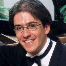 Roberto Plano headshot