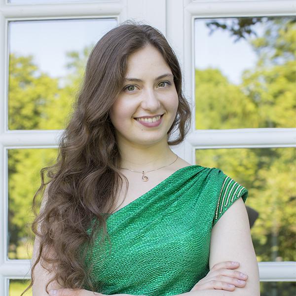 Daria Parkhomenko headshot