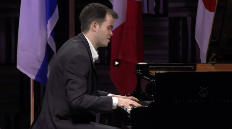 contestant playing the piano semi-final round session 3