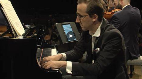 Lovre Marušić and Escher String Quartet performing