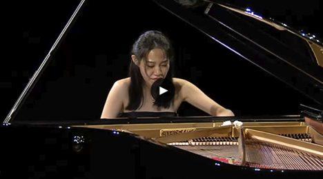 Ying Li Performing