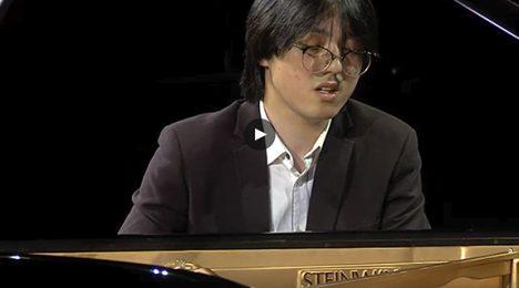 Jiarui Cheng performing
