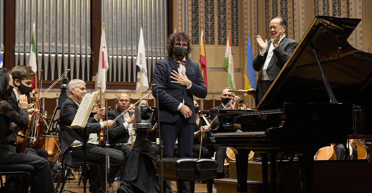 2021 Cleveland International Piano Competition winner Martin Garcia Garcia acknowledges applause Saturday night following his performance of Rachmaninoff's Piano Concerto No. 3 with the Cleveland Orchestra and conductor Jahja Ling.